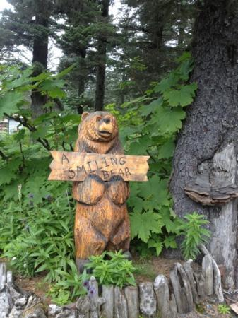 A Smiling Bear B&B: he's friendly!
