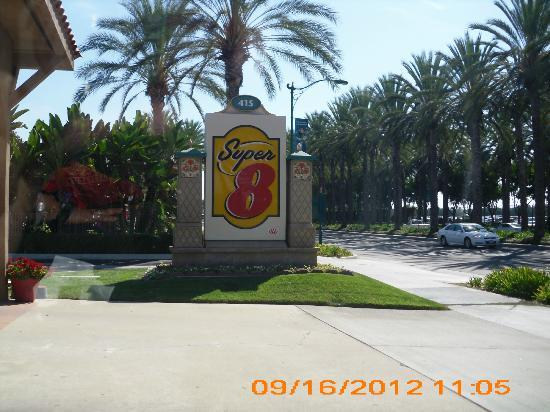 Super 8 Anaheim/Near Disneyland: entrance to Super 8 on Katella Ave