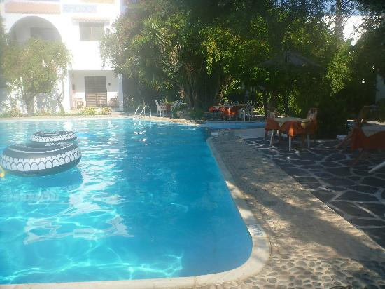 Nice well kept pool picture of oasis hotel bungalows for Cheap deep pools