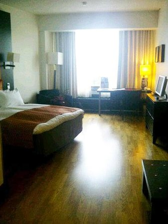 Crowne Plaza Hotel Helsinki: Huge room!