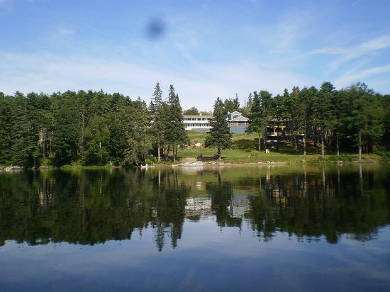 Beach Cove Hotel: View from the lake