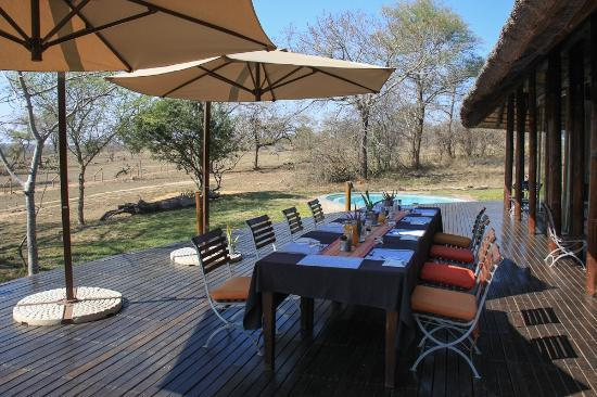 ‪‪Djuma Game Reserve‬, جنوب أفريقيا: Breakfast on the Deck