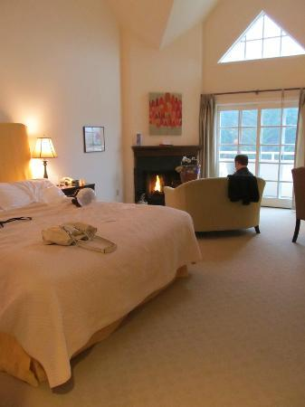 Seal Cove Inn: The Deluxe Balcony Guest Room.