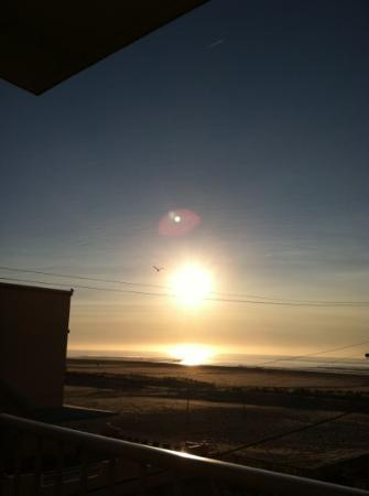 Reges Oceanfront Resort: beautiful sunrise