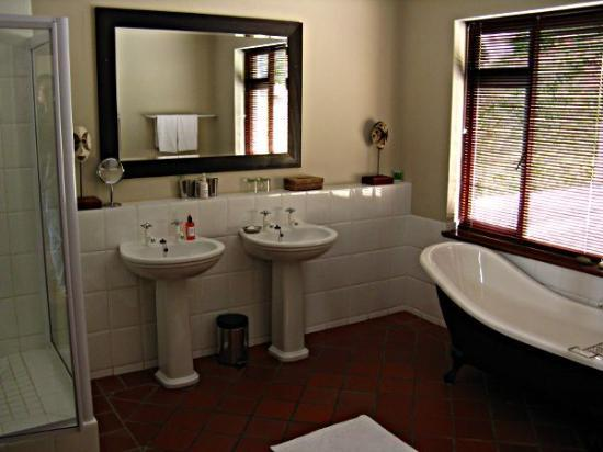 Wilderness Manor Guest House: our ensuite bathroom (room no. 3)