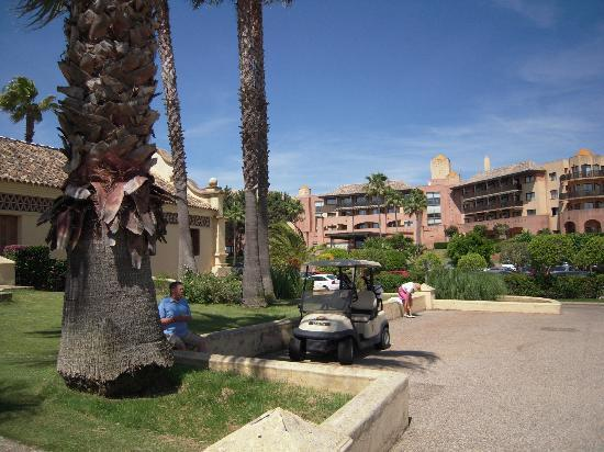 Islantilla Golf Resort Hotel: From the clubhouse to the hotel