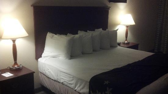 ‪‪BEST WESTERN Gold Leaf‬: king bed‬