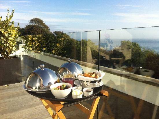 Salt House: Breakfast on the terrace
