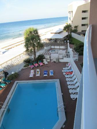Palmetto Inn & Suites: view from 3rd floor balcony queen deluxe suite
