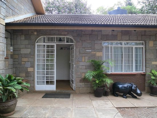 Sandavy Guest House - Kilimani: The front door