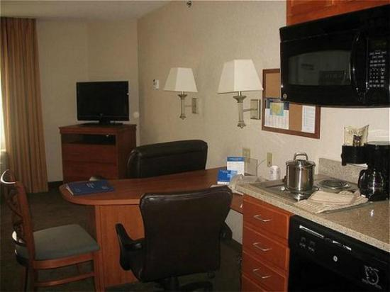 Candlewood Suites at Village West: View of room