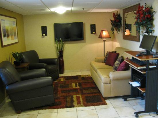 Candlewood Suites at Village West: Lobby Area