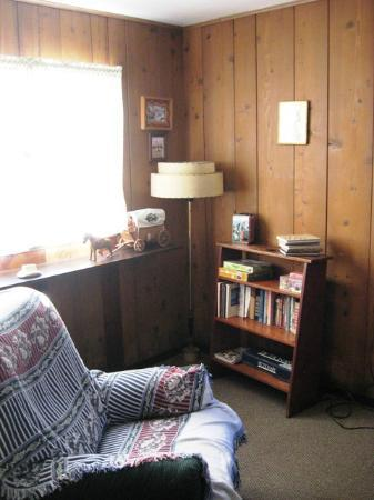 Shakti Cove Cottages: a corner of our room