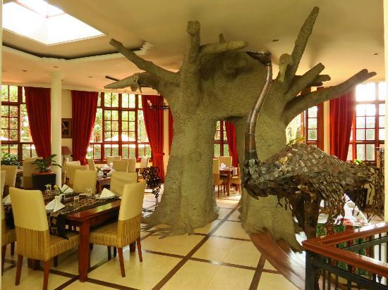 The African Tulip: dining room