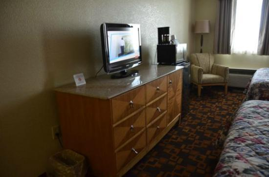 Days Inn Gettysburg : TV and bureau 
