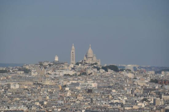 Hyatt Regency Paris Etoile: View of Sacre Coeur from the 30th floor Club Lounge