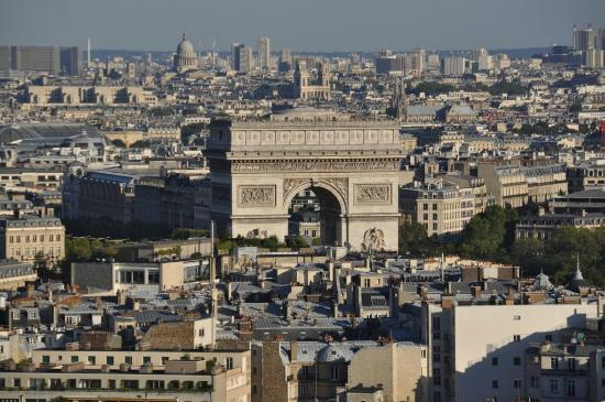 Hyatt Regency Paris Etoile: View from room of Arc de Triumphe