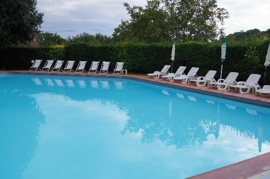 Villa San Lucchese Hotel: Peaceful pool area