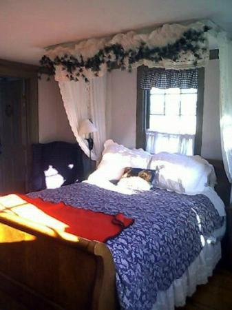 Yuletide Inn: Our room..
