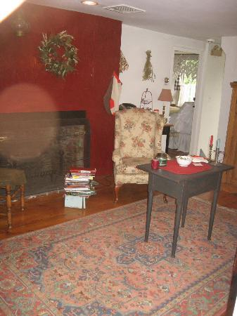 Yuletide Inn: Upstairs keeping Room