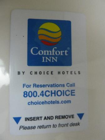 Comfort Inn Central Park West: Magnetised keycard - keep away from mobile!