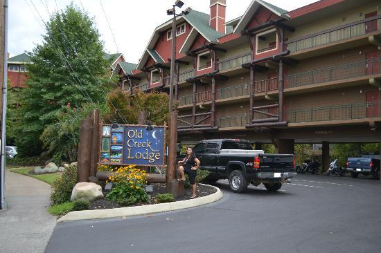 Old Creek Lodge: outside the hotel
