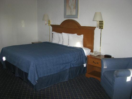 Quality Inn Lake Park-Valdosta: Large Clean Bed