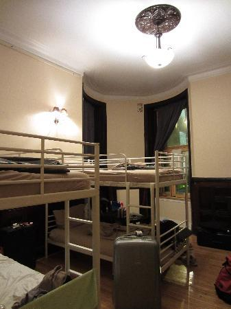 Auberge Bishop: Interior of 6-bed mixed room.