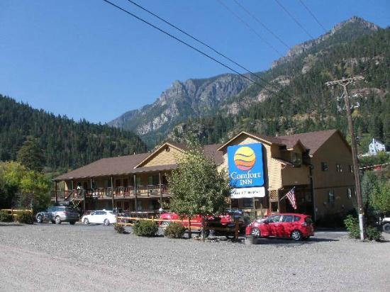 Comfort Inn: Surrounded by majestic mountains