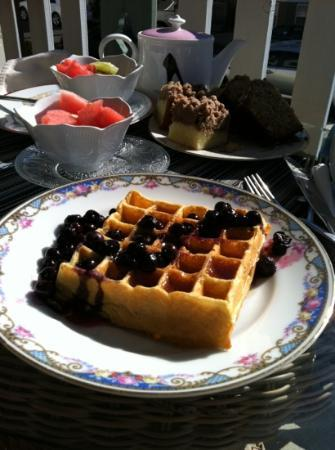 The Sea Spray Inn: Delicious breakfast on the porch, while enjoying the fresh air & sunshine.