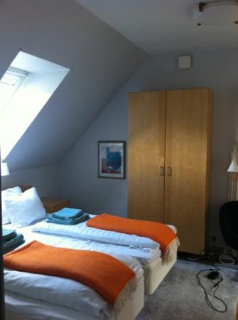 Hotell Oskar: beds & cupboard