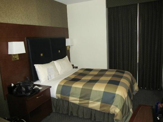 Club Quarters in Houston: the bed
