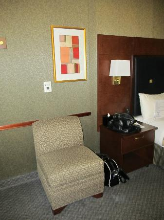 Club Quarters in Houston: Small chair