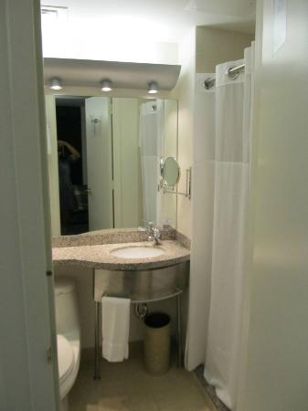 Club Quarters in Houston: small bathroom