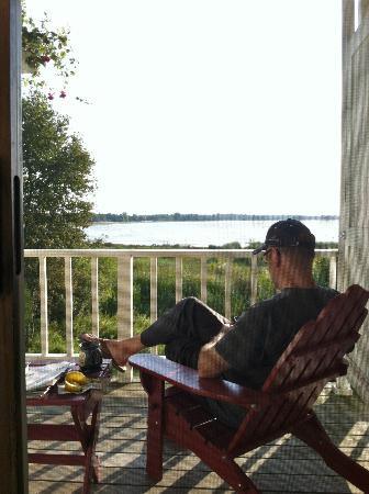 Blacksmith Inn On the Shore: Relaxing on our deck with shore/lake view.