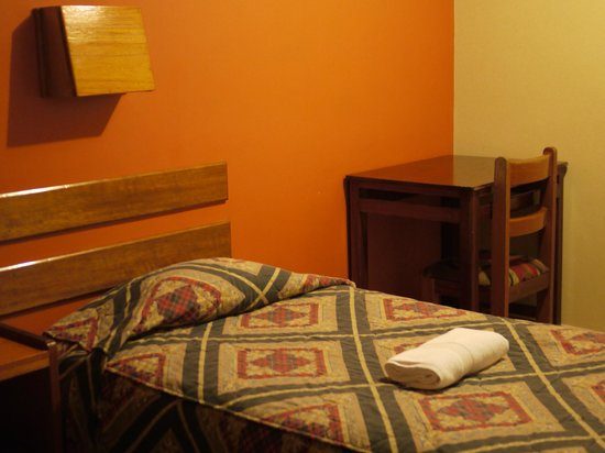 Hostal Machu Pichu: Twin room.It is simple and clean.No TV