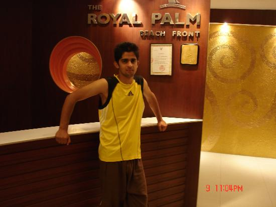 The Royal Palm Beach Front: Hotel reception area.