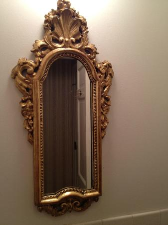 Lowell Inn: pretty mirror