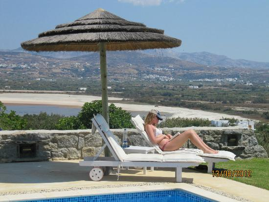 Naxian Collection: Hanging out by the pool