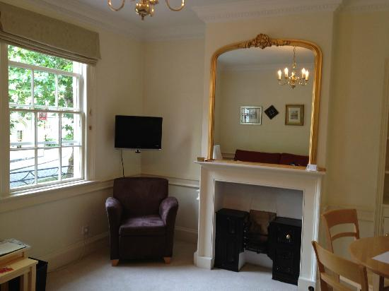 Three Abbey Green: Comfortable sitting room with TV