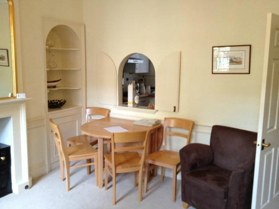 Three Abbey Green: Convenient eating area in sitting room