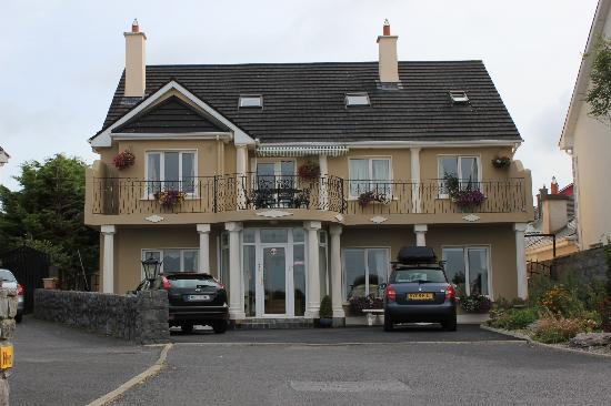Cashelmara Lodge: Front of house