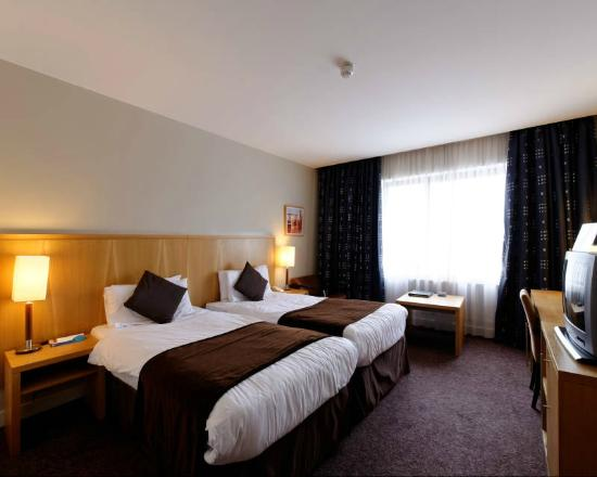 Radisson Blu Hotel, Letterkenny: Our standard room; bright &amp; clean