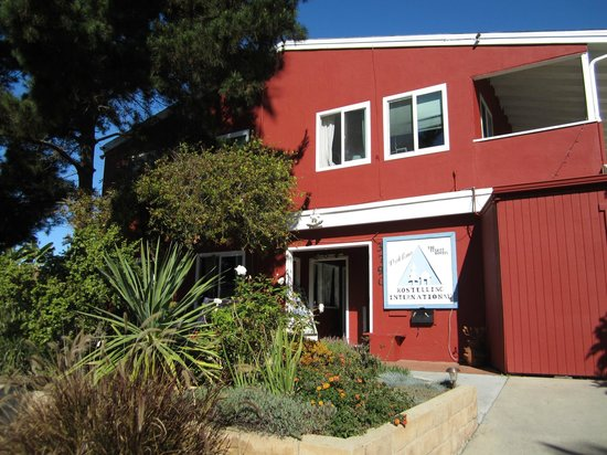 Hostelling International San Diego, Point Loma: Front of Hostel Building
