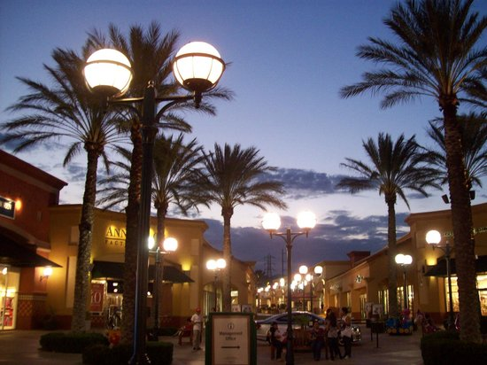Hotels Near Palm Springs Outlets