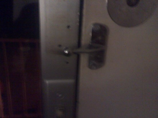 Knights Inn Saint Augustine I-95: No lock its broken!!!