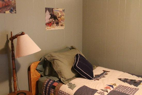 The Evergreens on Fall River: Bedroom
