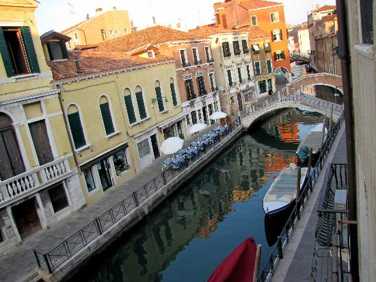 Hotel Locanda Salieri: View from the Canal view room