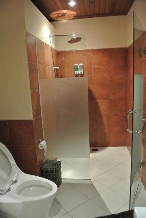 Tegal Sari: bathroom