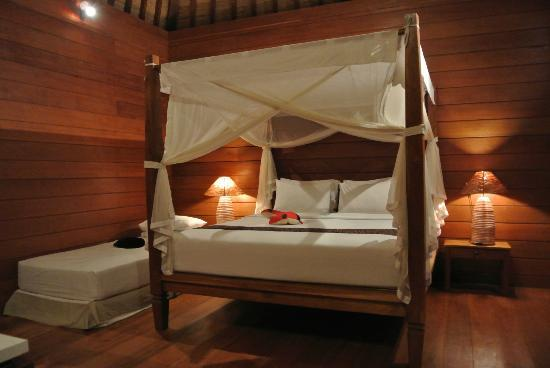 Tegal Sari: wooden room
